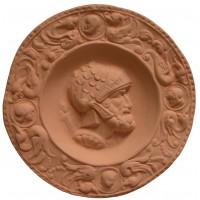 Medalla romano con casco de escamas